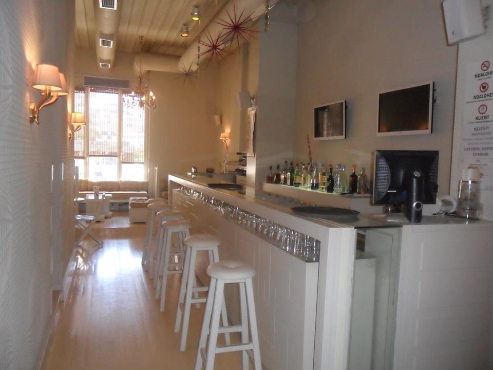 Vendessi Bar nel centro di Valona