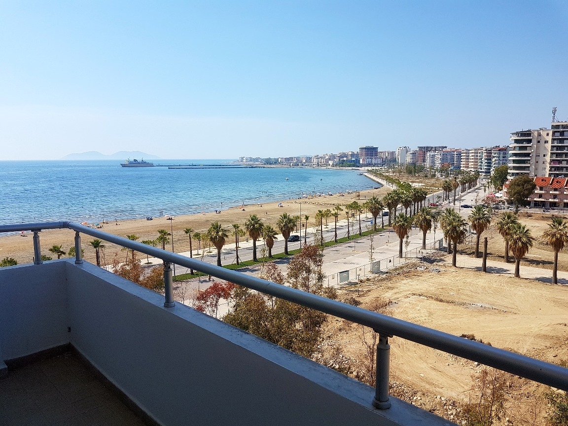 Appartamento al mare in vendita a valona for Appartamento al mare design