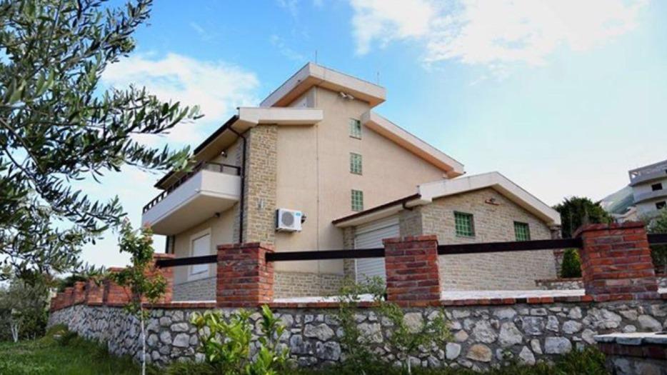 Villa in vendita a Valona